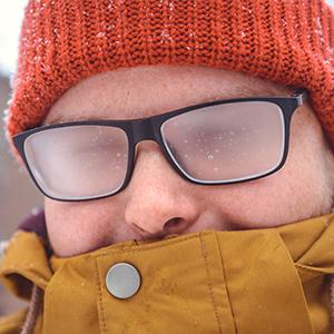 10 situaciones horribles por las que pasamos las personas con gafas
