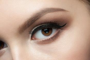 5 Consejos sobre maquillaje si usas lentillas esta Navidad