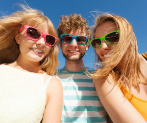 Wearing sunglasses and contacts together: protecting your eyes from the sun