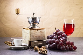 Coffee vs. Wine: which one is best for your eye health?
