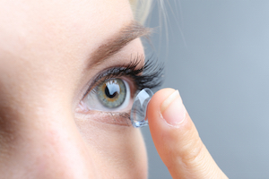 Beginner's tips on wearing contact lenses
