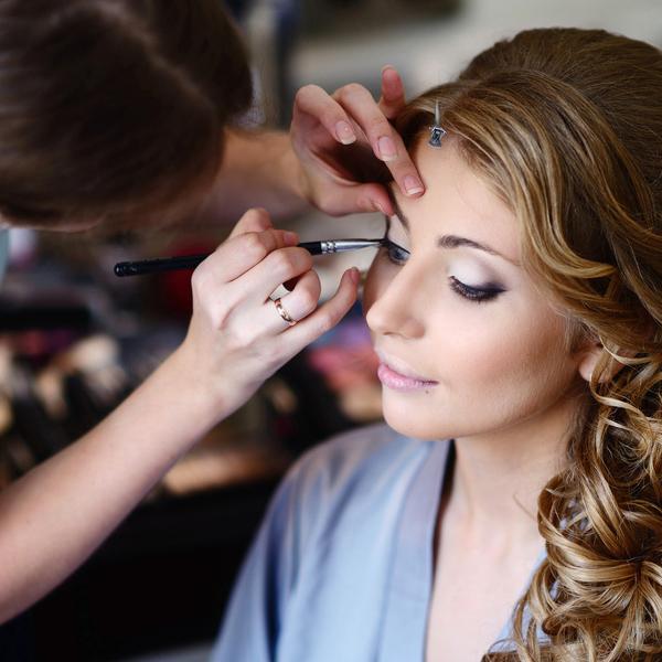 Tips voor bril- en contactlensdragers op hun trouwdag
