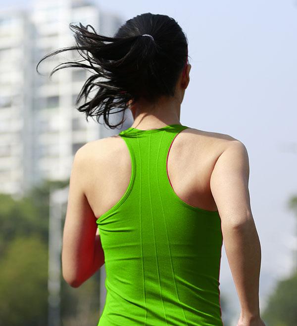 Een vrouw aan het hardlopen