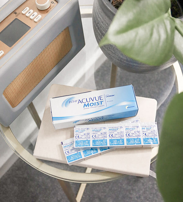 1-DAY Acuvue Moist product box