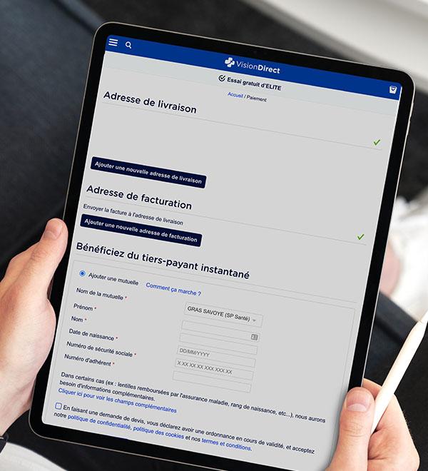 Écran de tablette avec la page de paiement de Vision Direct et le tiers payant instantané