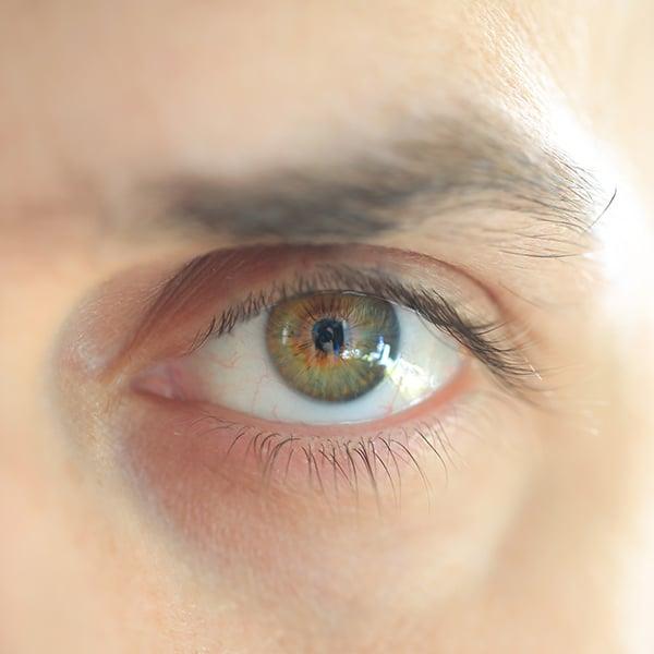 Primo piano di un occhio maschile