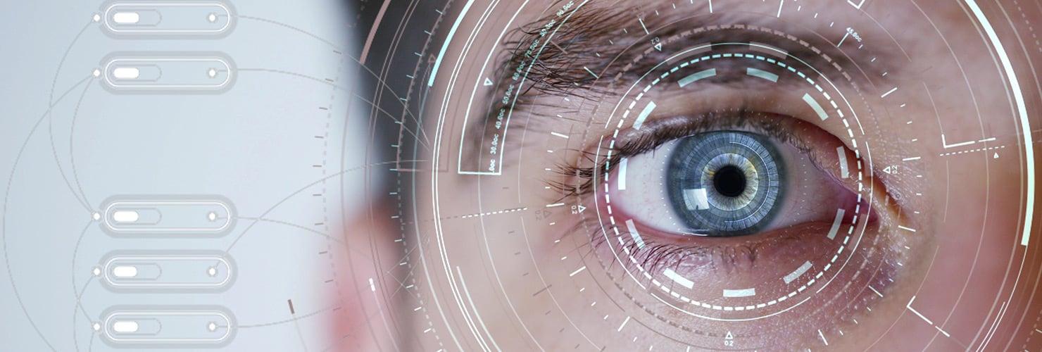 Occhio con lente a contatto del futuro
