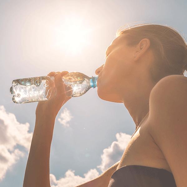 Drink voldoende water tijdens een muziekfestival