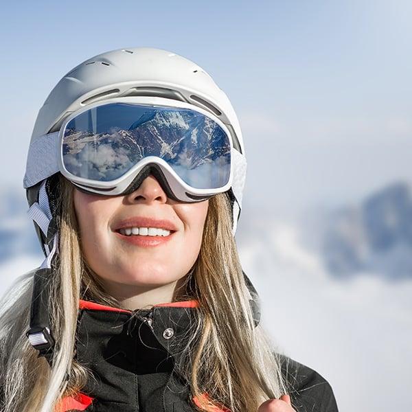 Vrouw met skibril