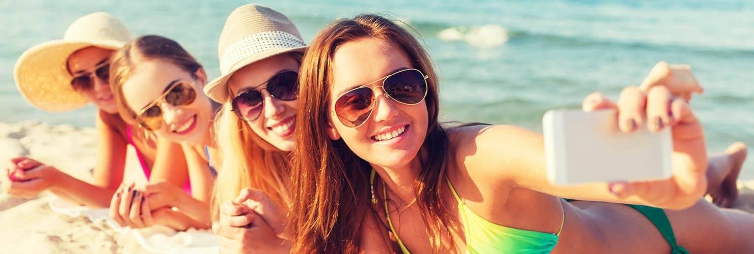 Contact lens wearers enjoying the summer at the beach banner