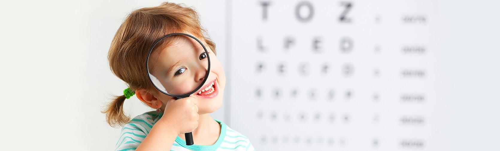 ¿Cuándo hacer la primera revisión oftalmológica a los niños?