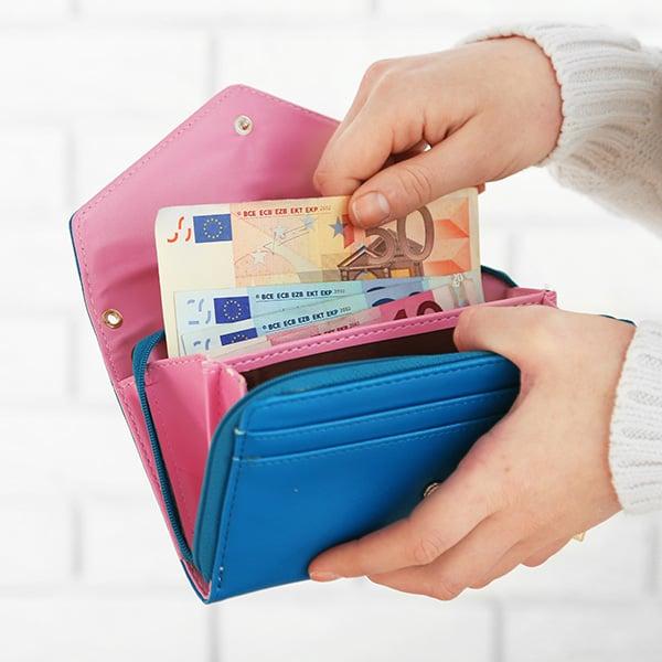 Een portemonnee met bankbiljetten