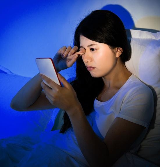 ¿Qué hacer si te has quedado dormido con lentes de contacto?
