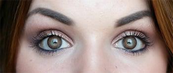 De ogen van Suzanne met Freshlook Colorblends Brown